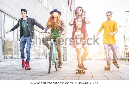 grupo · adolescentes · bicicletas · esportes · criança · diversão - foto stock © is2