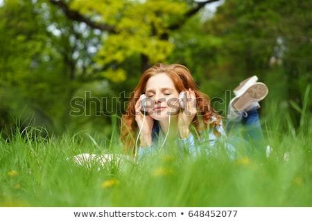 glimlachend · jong · meisje · gras · lifestyle · zomervakantie - stockfoto © is2