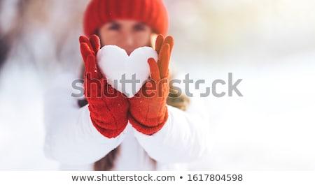 Kobieta śniegu serca młoda kobieta dziewczyna piękna Zdjęcia stock © olgaaltunina