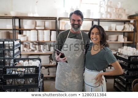 Glimlachend collega's naar camera aardewerk Stockfoto © wavebreak_media