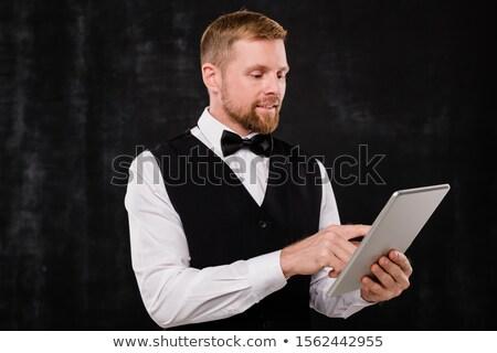 Elegáns pincér stílusos étterem tabletta keres Stock fotó © pressmaster