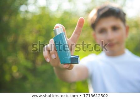 Jongen astma probleem buiten kind home Stockfoto © Lopolo