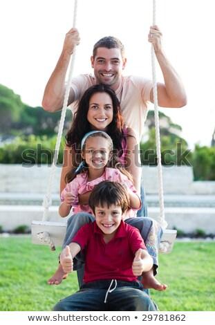portret · gelukkig · gezin · tapijt · sluiten · samen · glimlachend - stockfoto © wavebreak_media