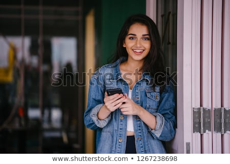 Vonzó indiai lány tini mosolyog lefelé néz Stock fotó © ziprashantzi