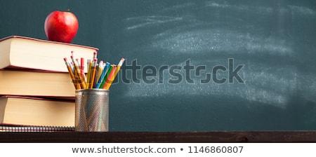 Foto stock: Escolas · quadro-negro · giz · texto · aprendizagem · símbolos