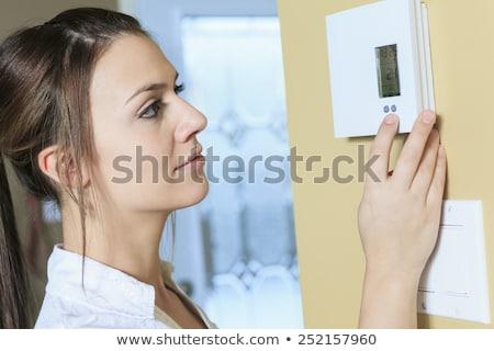 Vrouw ingesteld thermostaat home energie macht Stockfoto © Lopolo