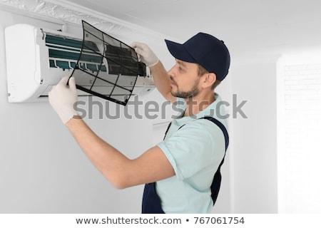 Técnico acondicionador de aire maduro masculina destornillador Foto stock © AndreyPopov