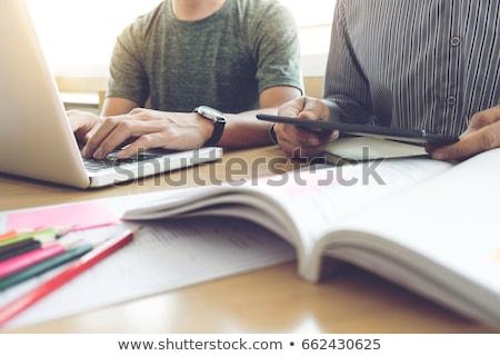 Jeunes élèves aider ami up Photo stock © snowing