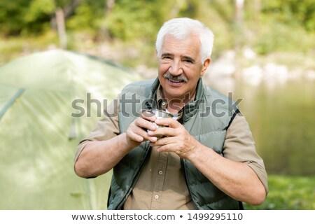 Gelukkig senior actief man warme drank naar Stockfoto © pressmaster