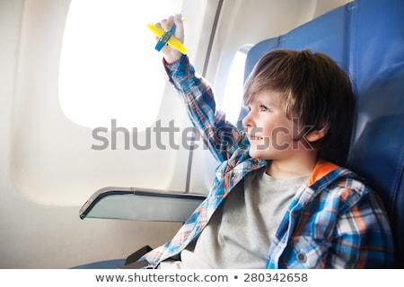 Weinig jongen spelen speelgoed vliegtuig commerciële Stockfoto © galitskaya