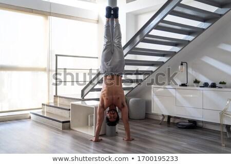 Giovani forte uomo acrobatico sport arte Foto d'archivio © EdelPhoto