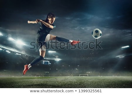 Vrouwelijke voetbal kick voetballer bal Stockfoto © stevemc