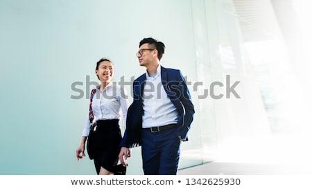 Foto stock: Asia · hombre · de · negocios · caminando · vista · lateral · aislado