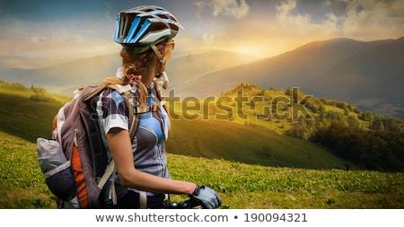 Nő kerékpáros hegyi kerékpár néz tájkép fiatal nő Stock fotó © vlad_star