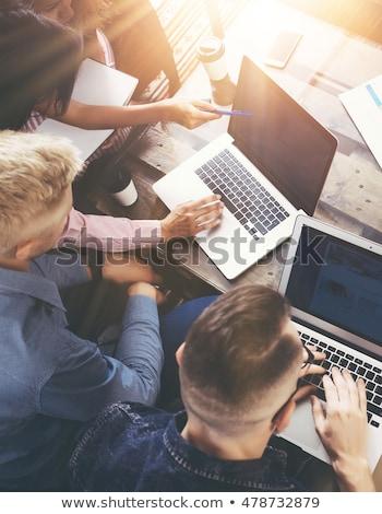 groupe · personnes · nouvelle · projet · salle · de · conférence - photo stock © deandrobot