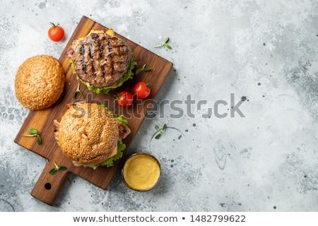 Stockfoto: Smakelijk · eigengemaakt · rundvlees · hamburger · sla · tomaat