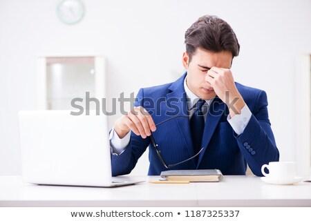 di · successo · uomo · d'affari · frustrato · tavola · laptop · computer - foto d'archivio © elnur