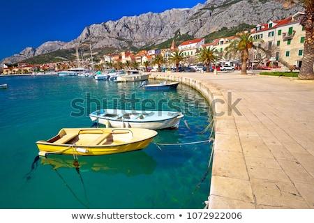 Coloré bateaux bord de l'eau montagne vue région Photo stock © xbrchx