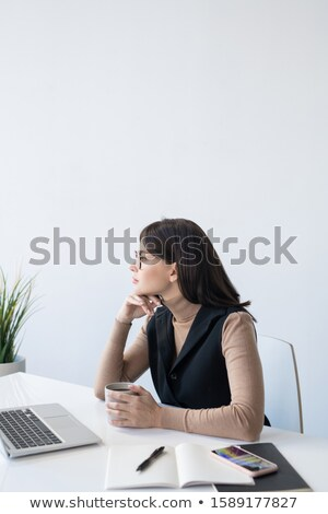 沈痛 女性 アナリスト 思考 契約 金融 ストックフォト © pressmaster