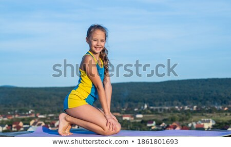 Meisje acrobaat zonsondergang illustratie Stockfoto © adrenalina