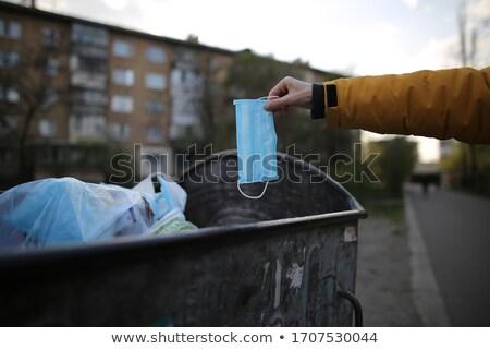 Hombre mascarilla quirúrgica bote de basura primer plano mano Foto stock © nito