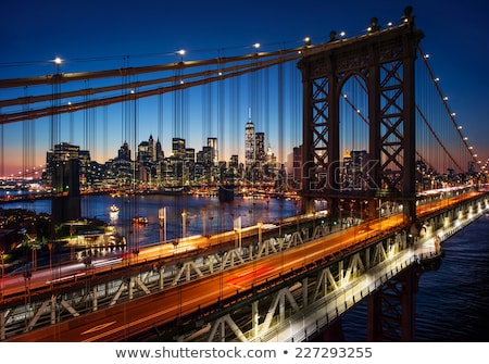 Manhattan pont New York City Skyline crépuscule rivière Photo stock © rabbit75_sto