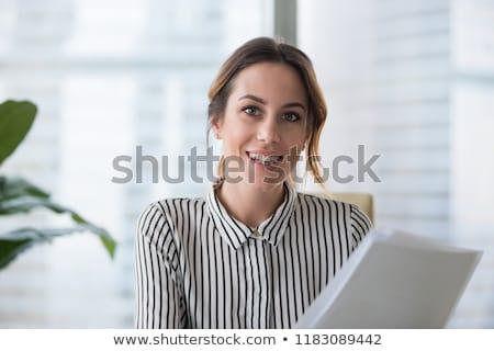 fiatal · vonzó · üzletasszony · ül · asztal · nő - stock fotó © acidgrey