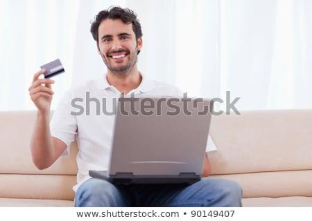 Heureux homme achat ligne salon ordinateur Photo stock © wavebreak_media