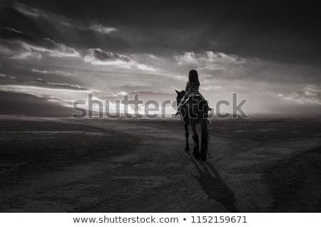 Triste homem mulher suporte estrada de terra vermelho Foto stock © chesterf