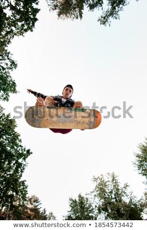 Energiek springen jonge man vol energie springen Stockfoto © iko
