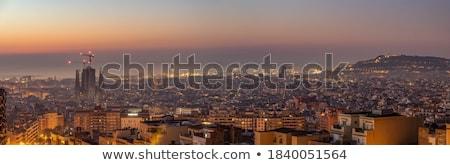 Família napfelkelte híres Barcelona épület tenger Stock fotó © elxeneize