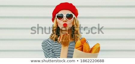 Nő kalap bevásárlótáskák küldés csók aranyos Stock fotó © deandrobot