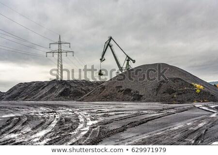 Faszén domb hatalmas modell eső dolgozik Stock fotó © meinzahn