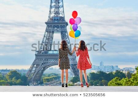 Barátok Eiffel-torony jókedv eszik házasság női Stock fotó © IS2