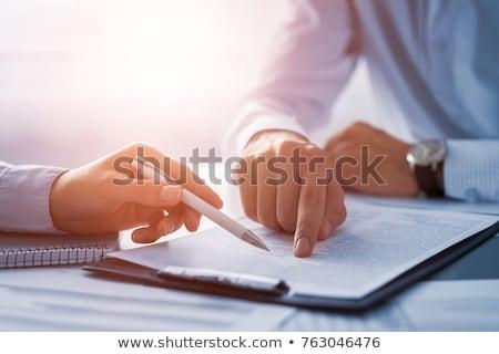 Mão contrato acordo clipboard branco secretária Foto stock © AndreyPopov