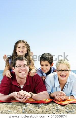 piedi · famiglia · spiaggia · famiglia · felice · uomo · sole - foto d'archivio © andreypopov