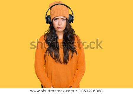 Zdjęcia stock: Słuchania · zmartwiony · słuchawki · młody · człowiek · słuchanie · muzyki · odizolowany