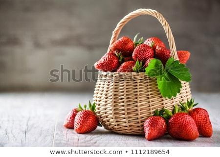 Aardbeien klein houten mand vers aardbei Stockfoto © premiere