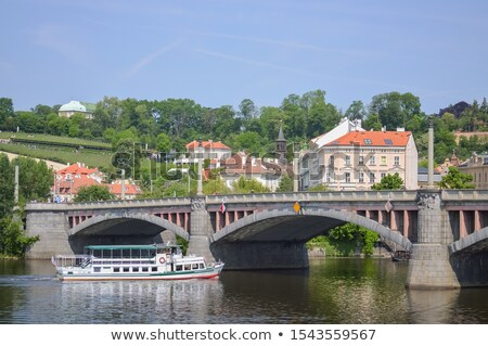 Praag oude huizen rivier bruggen foto Stockfoto © Dermot68
