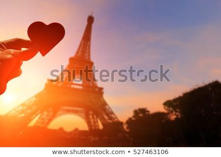 Stockfoto: Parijs · romantiek · nacht · Eiffeltoren · paar · zoenen