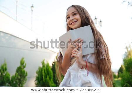 Ver abaixo sorridente jovem livro Foto stock © deandrobot