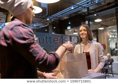 Sprzedawca torby papierowe ceny kobieta Kafejka małych firm Zdjęcia stock © dolgachov