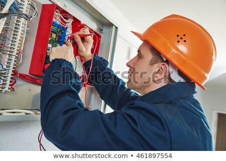 Foto stock: Técnico · caixa · chave · de · fenda · vista · lateral · jovem