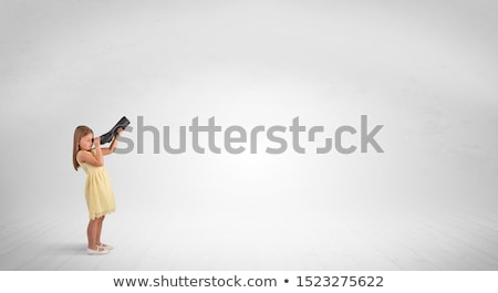 kid · veld · naar · verrekijker · gras - stockfoto © ra2studio