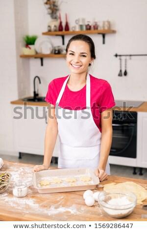 Jóvenes alegre mujer delantal mirando sabroso Foto stock © pressmaster