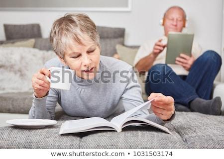 Senior man lezing ebook bank gepensioneerd Stockfoto © backyardproductions
