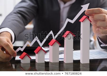 Ingatlan üzlet égbolt pénz ház kezek Stock fotó © fantazista