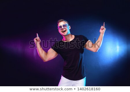 Masculina cantante armas realizar discoteca Foto stock © wavebreak_media