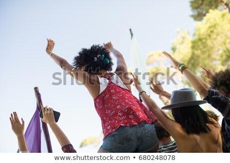 Obraz znajomych niebo festiwal muzyczny Zdjęcia stock © wavebreak_media