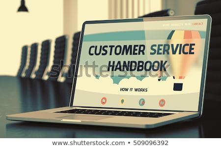 顧客サービス ハンドブック ノートパソコン 画面 クローズアップ 着陸 ストックフォト © tashatuvango